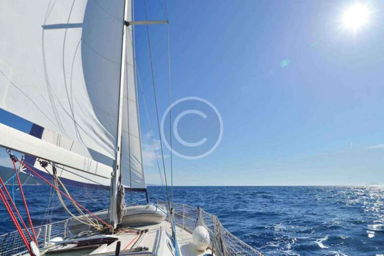 4 Reasons to Charter a Yacht